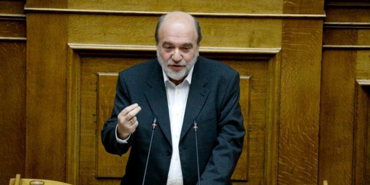 Τρ. Αλεξιάδης στο newsique: «Το οικονομικό επιτελείο διεκδικεί επάξια Oscar αποτυχημένων προβλέψεων!»